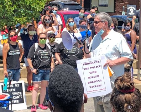 SWP campaigners joined march of hundreds against police brutality in Canonsburg, Pennsylvania, June 20. SWP congressional candidate Dave Ferguson speaks at rally.