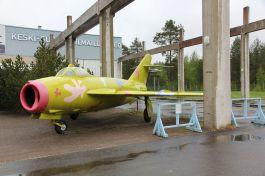 Un Mig-17 con livrea fantasy parcheggiato presso un museo finlandese (credit: Wikicommons)