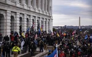 Cosa c'è dietro le bandiere delle proteste a Capitol Hill?
