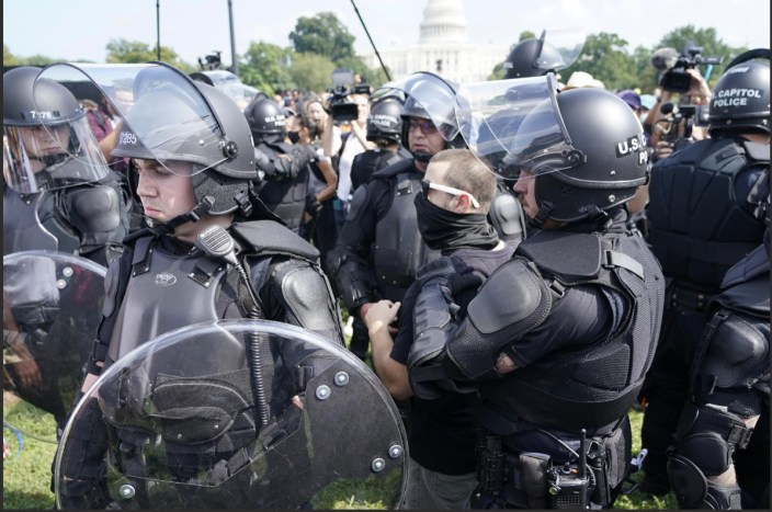 No Charges for Federal Officer Arrested at Capitol Rally