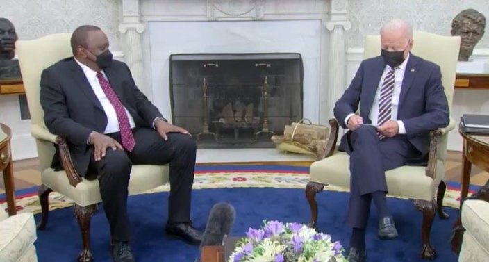 Biden Relies on Notecards During Oval Office Meeting with Kenyan President – Snubs Reporters AGAIN (VIDEO)Cristina Laila