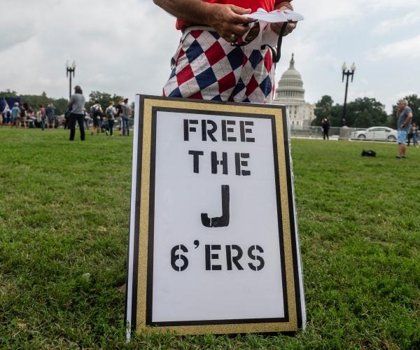 Federal Judge Calls for DOJ Probe Into Treatment of Jan. 6 Detainees