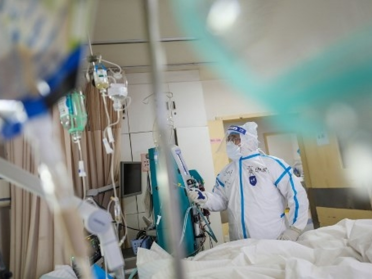 Scientists find coronavirus in the air of two Wuhan hospitals