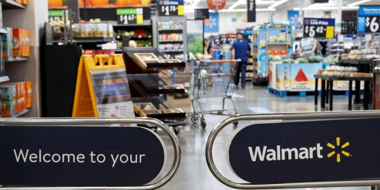 US retail workers demand increased health standards going into the holiday season