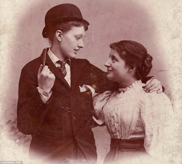 Secret Lesbians – 16 Romantic Photographs of Queer Women Couples from the Victorian Era