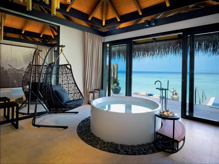 Top 10 Dreamy Open-Air Bathrooms