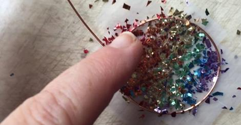 She Poured Some Glitter On Some Tape And Made Beautiful Accessories — Wow!