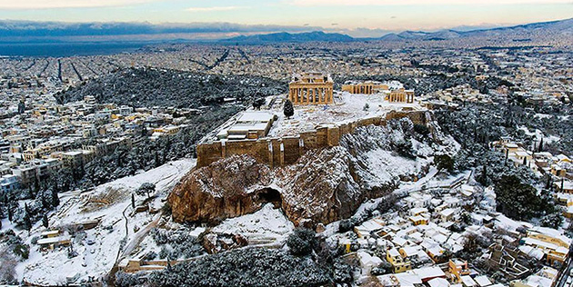 Beautiful Photos Capture Powdery Snow Blanketing the Acropolis