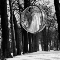 Η Simone D'Aillencourt διάσημο μοντέλο της δεκαετίας του 1950-60 επιλέχθηκε για την φωτογράφηση.