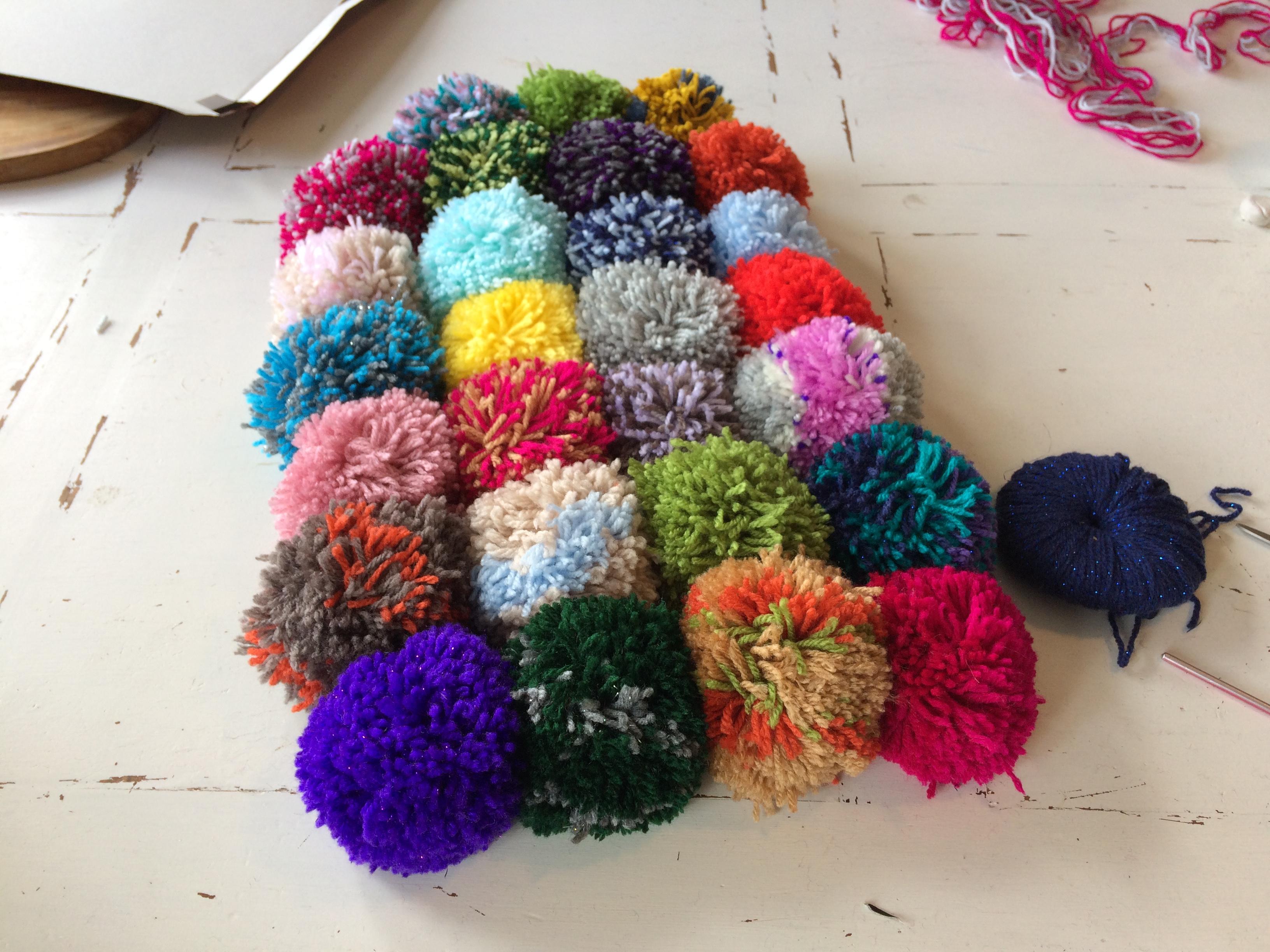 How to make a pom rug