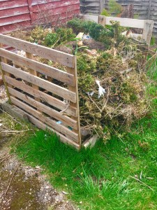 compost bin with wooden pallets