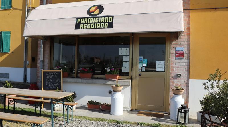 parmigiano reggiano tour gastronomico the minutes fly