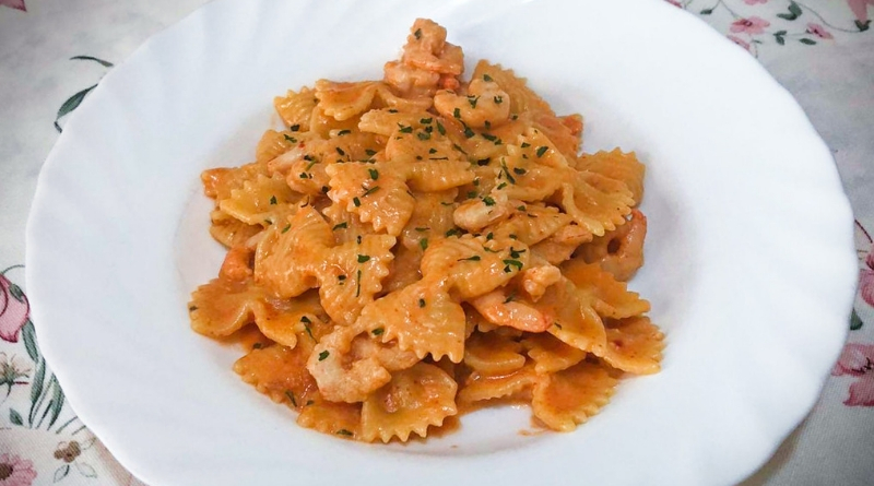 farfalle rosè - brandy - gamberetti - the minutes fly - web magazine