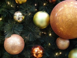 christmas-bulbs-1516955-640x480