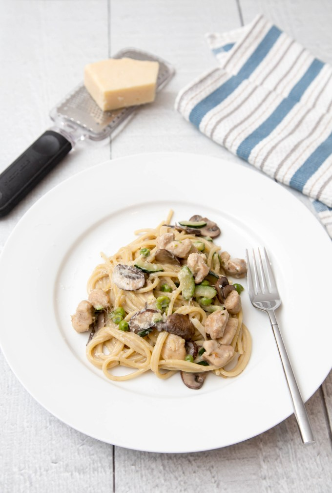 One Pot Creamy Spaghetti with Zucchini, Mushroom and Chicken 2 | The Missing Lokness