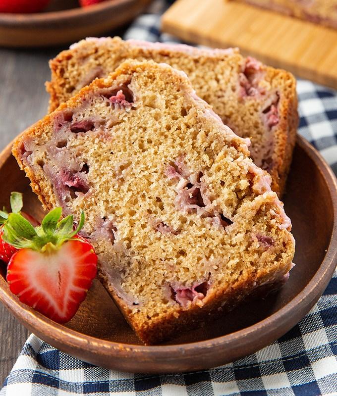 Strawberry Crumb Bread #strawberry #bread #breakfast #freezer-friendly | The Missing Lokness