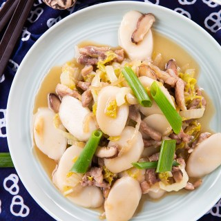 Stir-Fried Rice Cakes with Pork #stirfry #ricecake #chineserecipe #mushroom #pork #dinner #dinnerrecipe | The Missing Lokness