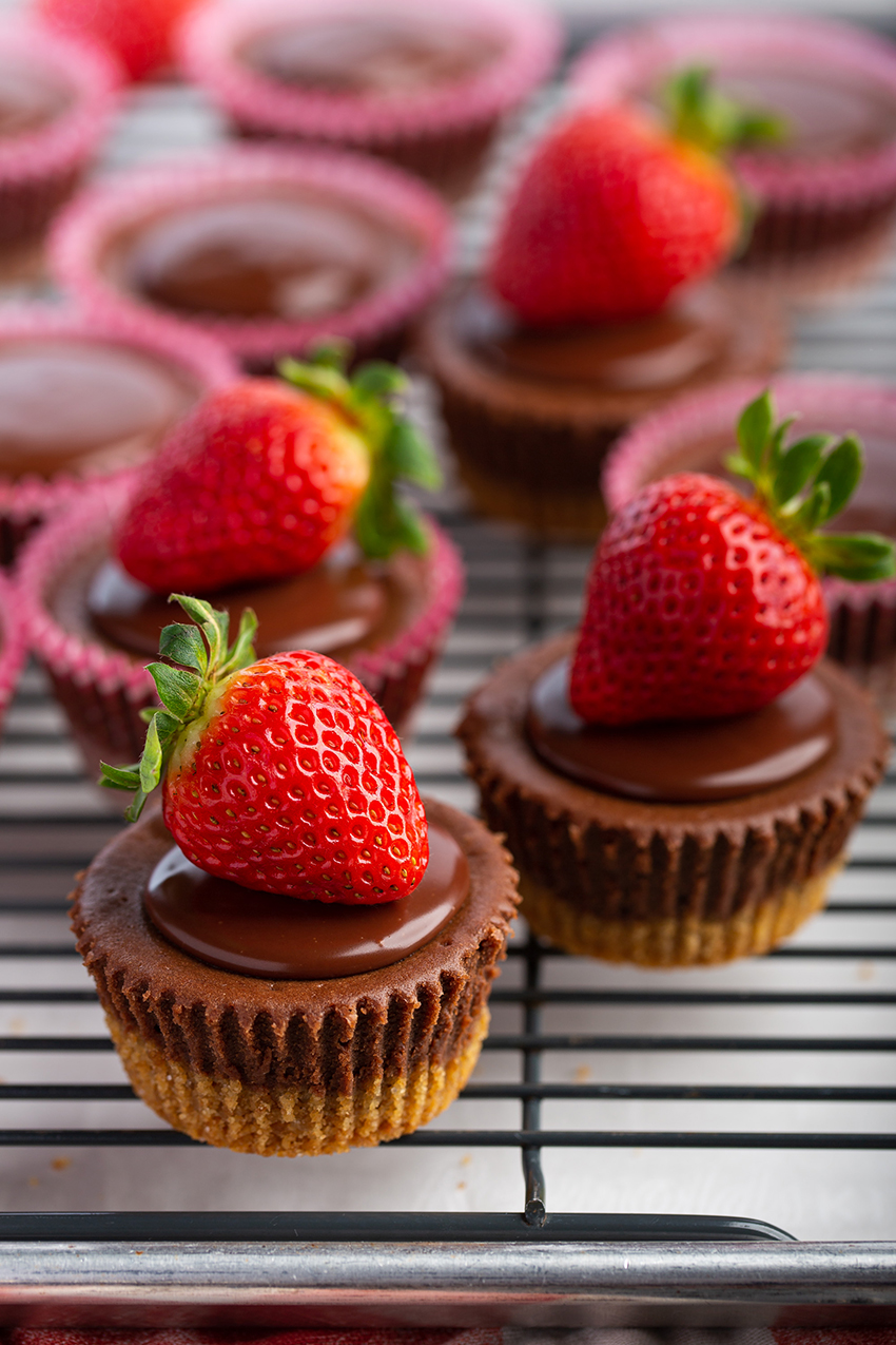 Mini Chocolate Nutella Cheesecakes #minidessert #cheesecake #nutella #chocolate #baking #ganache #valentinesday #dessert #dessertrecipe | The Missing Lokness