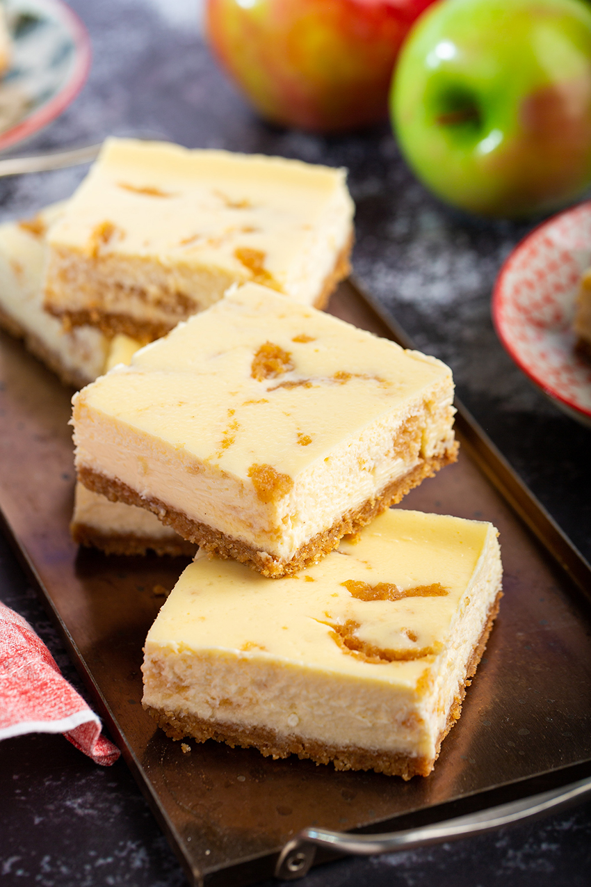Apple Cheesecake Bars #cheesecake #cheesecakebar #apple #grahamcracker #baking #holidaydessert #party #thanksgiving #christmas #spice #dessert #dessertrecipe | The Missing Lokness