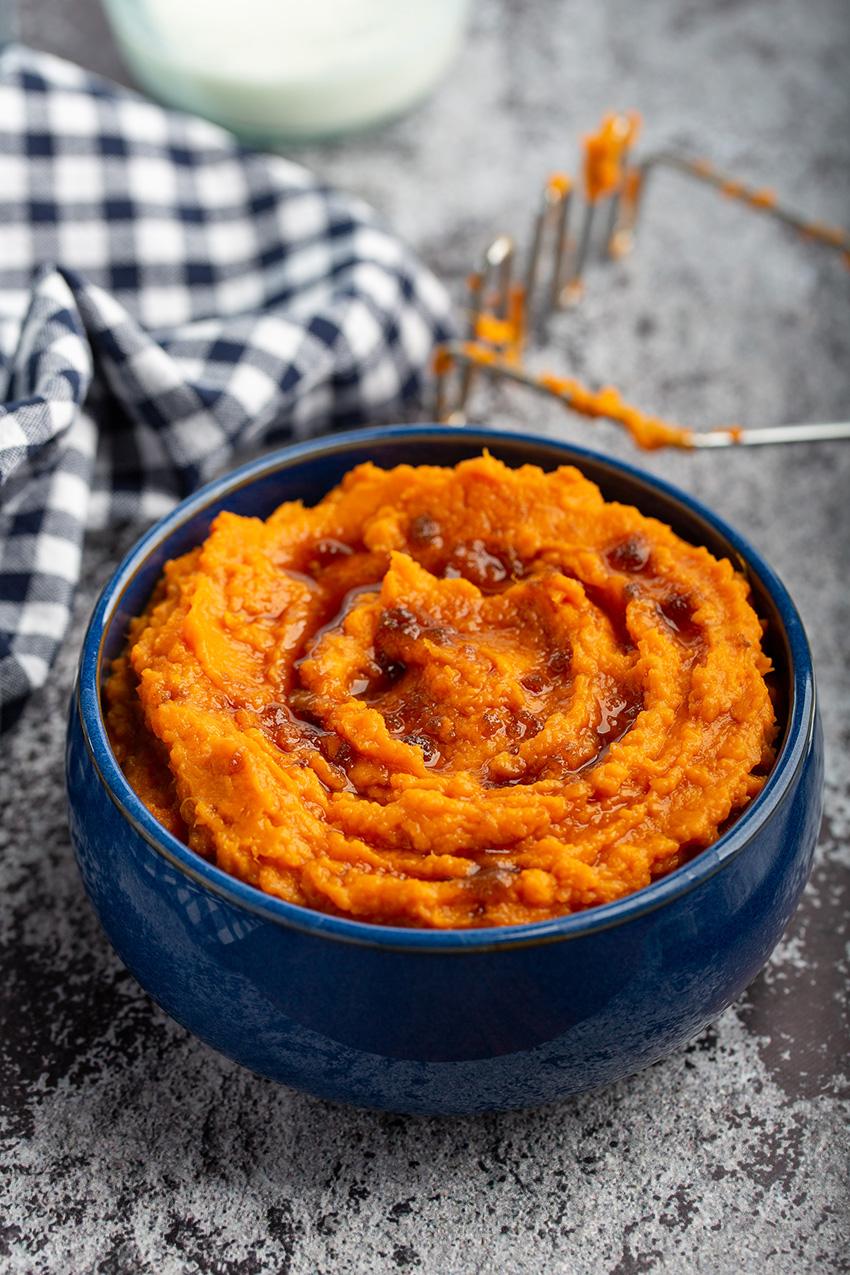 Brown Sugar Mashed Sweet Potatoes #sweetpotato #mashedsweetpotato #brownsugar #sidedish #dinner #dinnerrecipe #vegetarian #easyrecipe | The Missing Lokness