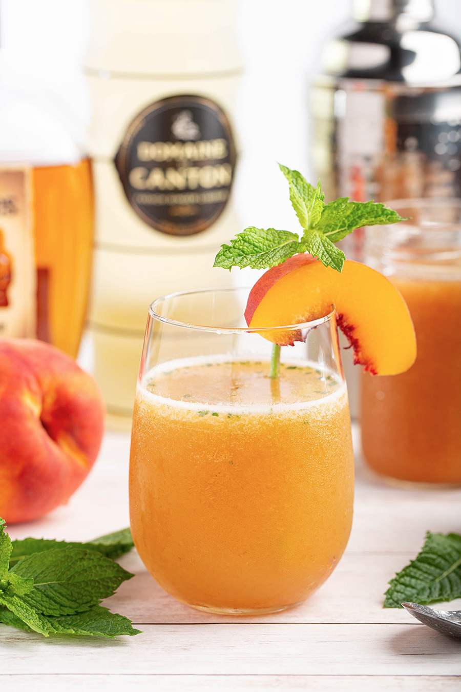Peach Ginger Bourbon Cocktail | This is the one drink for the end of summer. Fresh peaches, mint, ginger liqueur & bourbon. Sweet & great flavors! #peach #gingerliqueur #mint #bourbon #cocktail #summerrecipe #alcohol #drink | The Missing Lokness