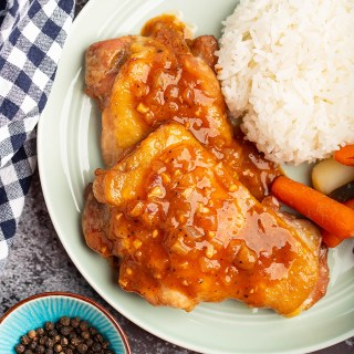 Hong Kong Style Chicken w/ Black Pepper Sauce | Chicken thighs are marinated Chinese style, then fry in skillet or bake in oven. Top with an irresistible black pepper sauce. It's a well-loved dish in Hong Kong. #chicken #blackpepper #sauce #marinade #meat #hongkong #chachaanteng #comfortfood #dinner #dinnerrecipe | The Missing Lokness