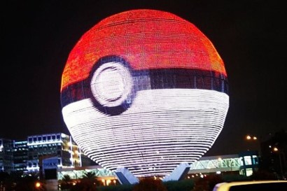 Mall of Asia used their huge light-up Globe to light up as a Poke Ball.