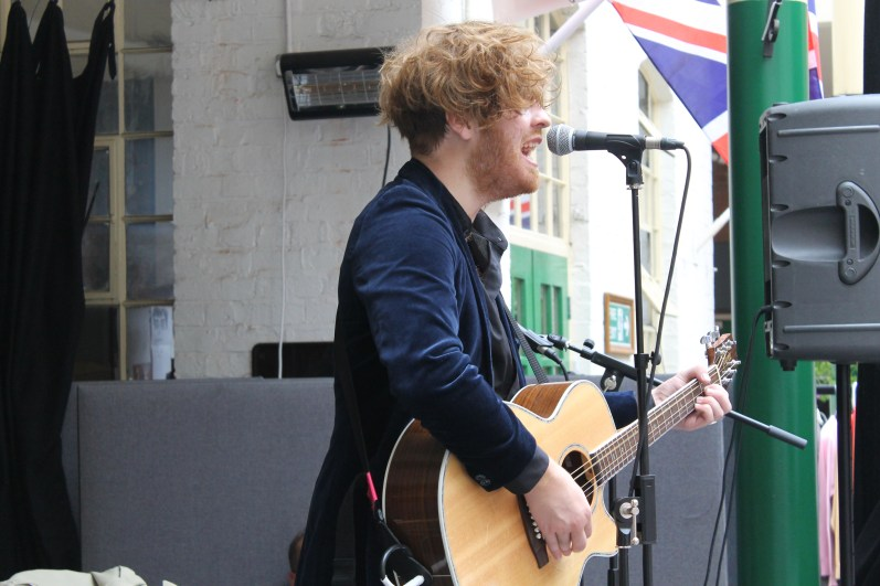 Live performances accompanied the shopping and refreshments