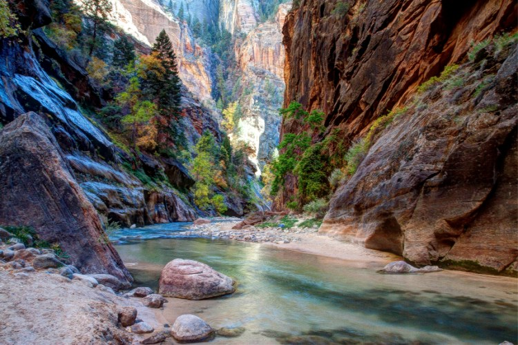 hiking-virgin-river-zion-national-park