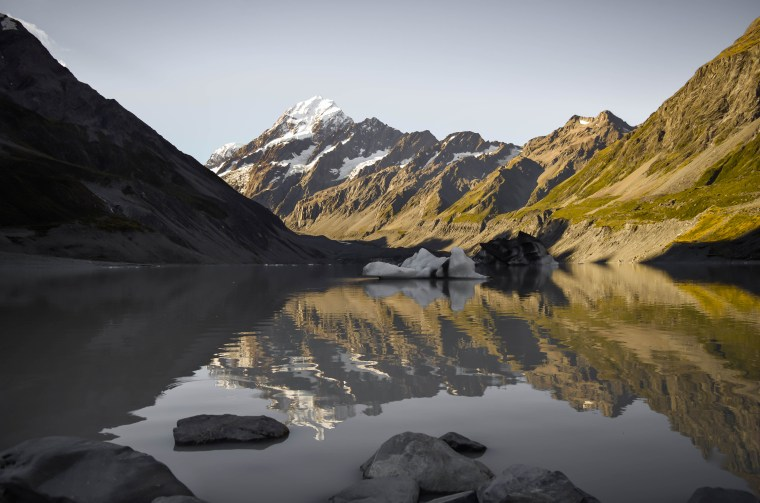 The afternoon sun hitting Mount Cook and its reflection on Hooker Lake. South Island, New Zealand.