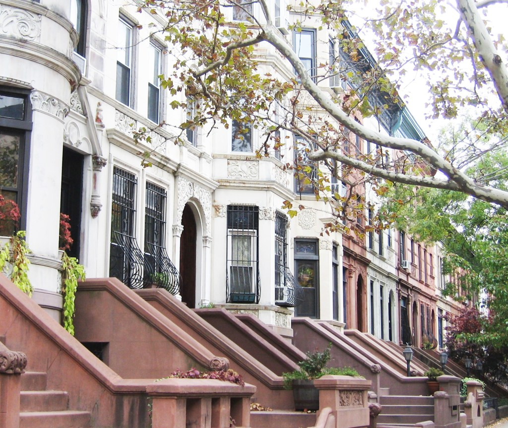 Brownstones in New York City representing rent and budgeting to help finding money.