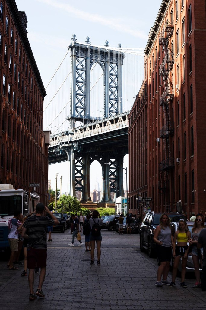 The corner of Washington St and Water St, famous views of the Manhattan Bridge