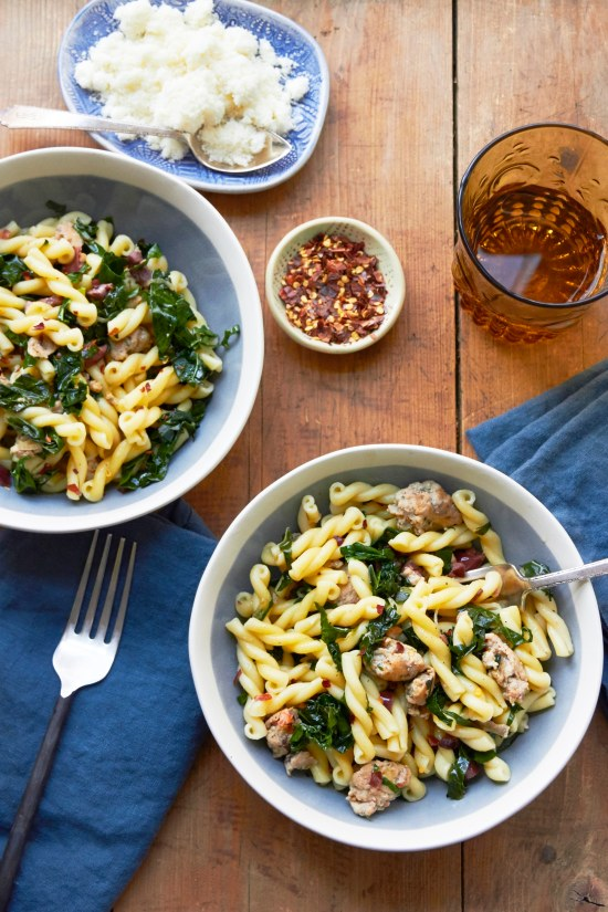 easy pasta recipes with little ingredients / Mia / Katie Workman / themom100.com