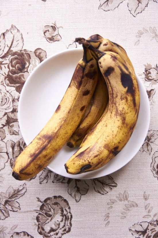 Ripening Bananas how rope should banana be for banana bread/mini banana bread loaves / Mia / Katie Workman / themom100.com