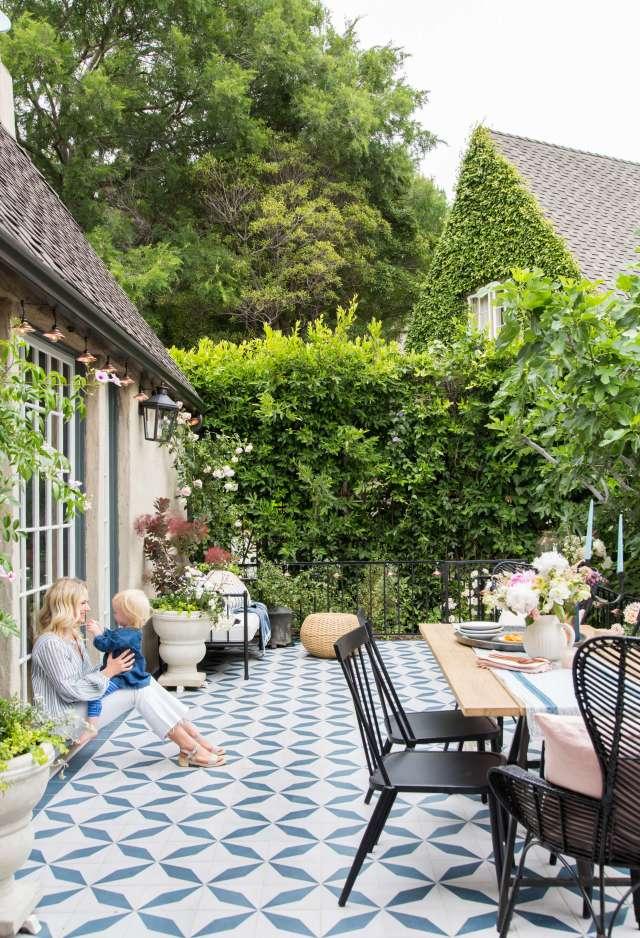 Emily-Henderson_House-Beautiful_Courtyard_Tile_Modern_English_Country_20.jpg