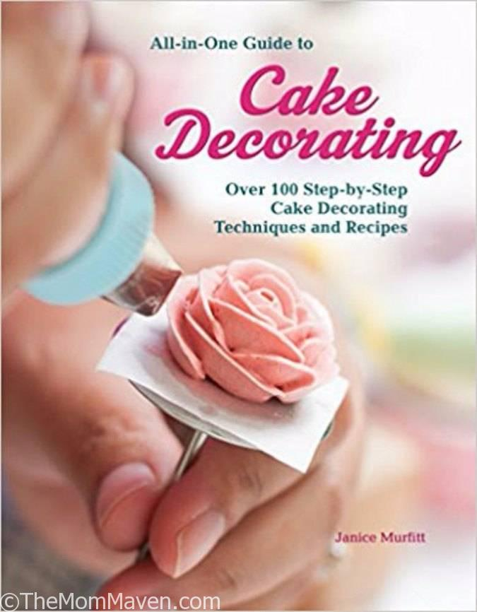 This comprehensive and accessible guide to cake decorating teaches all of the techniques and tricks that aspiring sugarcrafters need to create stunning and impressive cakes.