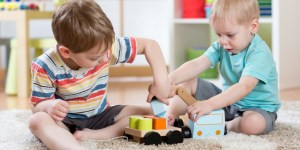 Tips for avoiding playdate drama with toddlers and preschoolers! Gently parent your way toward a positive playdate.