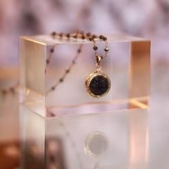 Elizabeth Ngo button jewelry at Néda