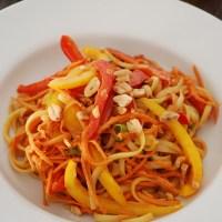 Salade de nouilles à la sauce cacahuète (vegan)
