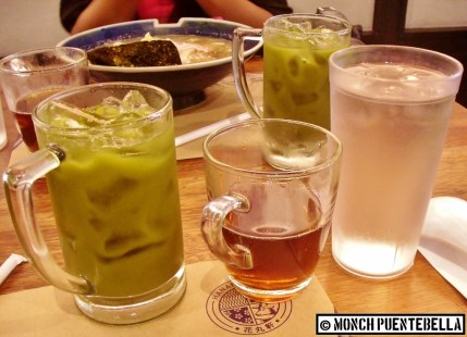 The iced green tea is perfect for cutting the savory taste of pork. The brown rice tea at the middle is free of charge.