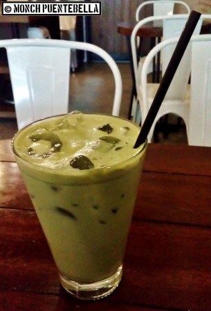 Iced Green Tea Latte (P140): Iced matcha with milk, good for cutting off the savory taste of their rice meals.