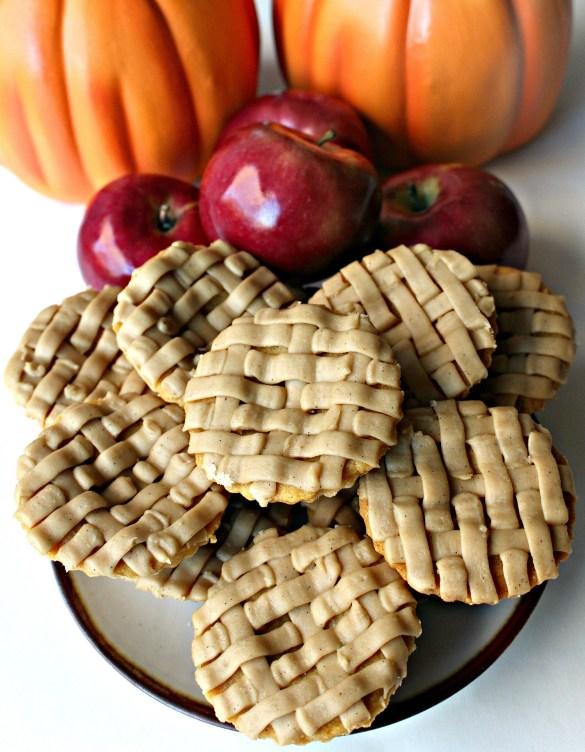 Apple Pie and Pumpkin Pie Cookies look like pies on plate