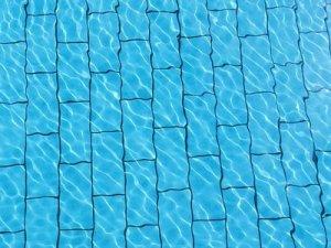 swimming-pool-816394_640_22may16