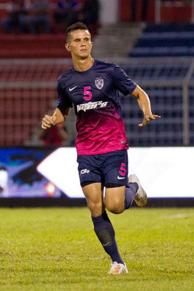 baihakki_khaizan_playing_against_home_united_jan_2014