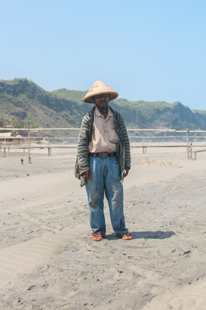 """I want to live in a clean city."" (Pantai Parangtritis, Java)"