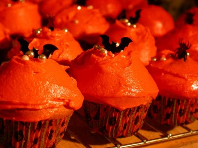 Halloween Cupcakes With Bats