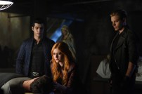 """SHADOWHUNTERS - """"Bad Blood"""" - Alec and Clary are forced to make some hard decisions in """"Bad Blood,"""" an all-new episode of """"Shadowhunters,"""" airing Tuesday, March 1st at 9:00 – 10:00 p.m., EST/PST on Freeform, the new name for ABC Family. (Freeform/John Medland) DAVID CASTRO, KATHERINE MCNAMARA, DOMINIC SHERWOOD"""