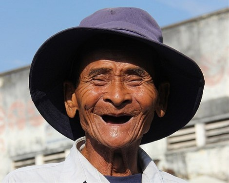 4_1292860533_a-big-smile-on-an-old-man