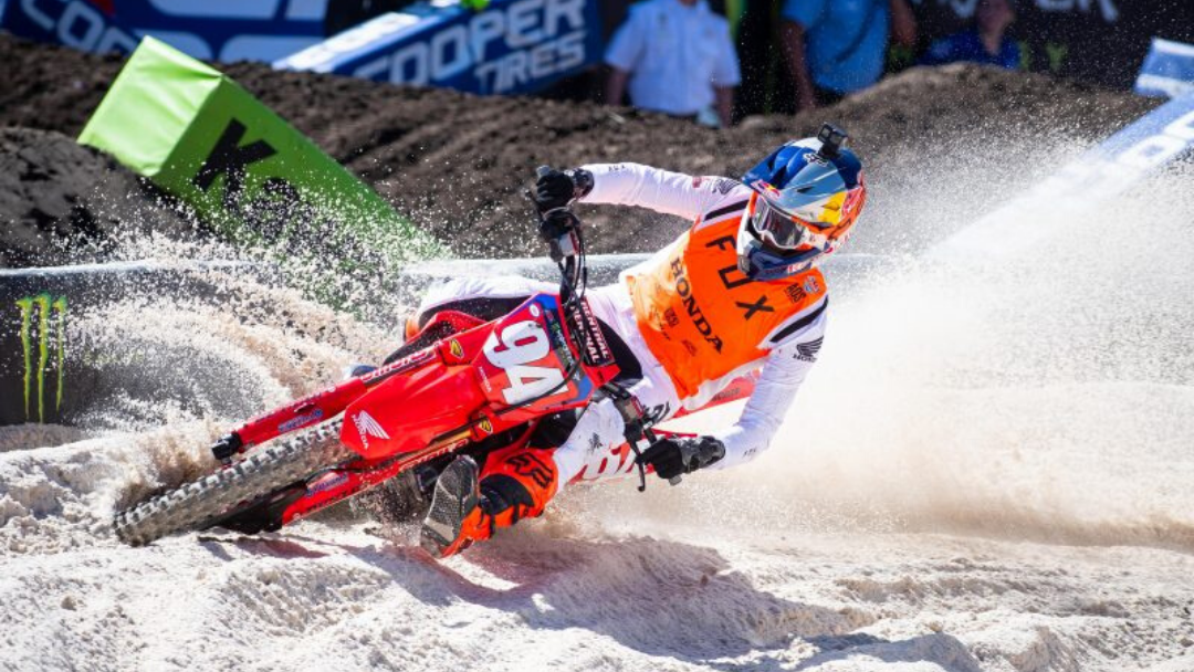 Podium Finish for Roczen at Tampa Supercross, Brayton Makes Top 10