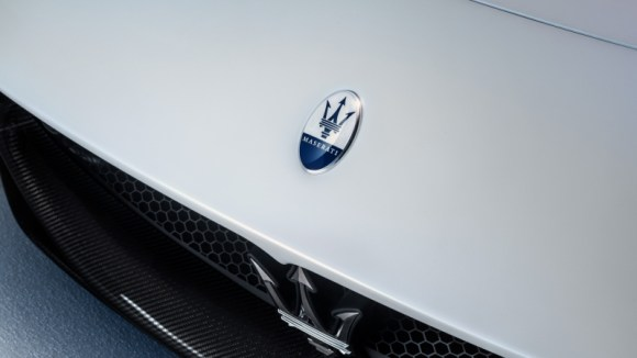 Maserati MC20 front logo grille